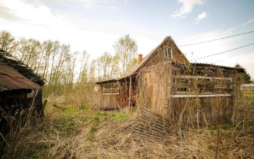 Старый дом в глухой тупиковой деревне, МО, запад, 12 соток.
