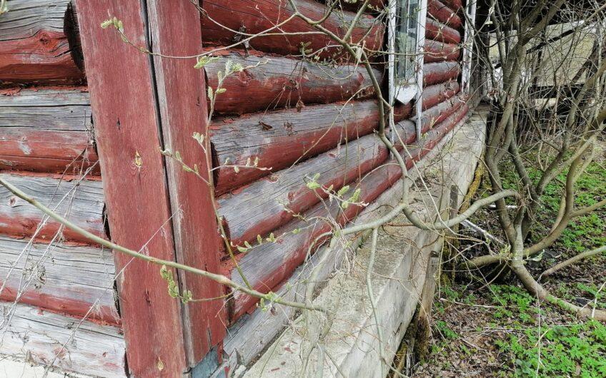 Старый дом с газом в деревне, МО, запад, 20 соток.